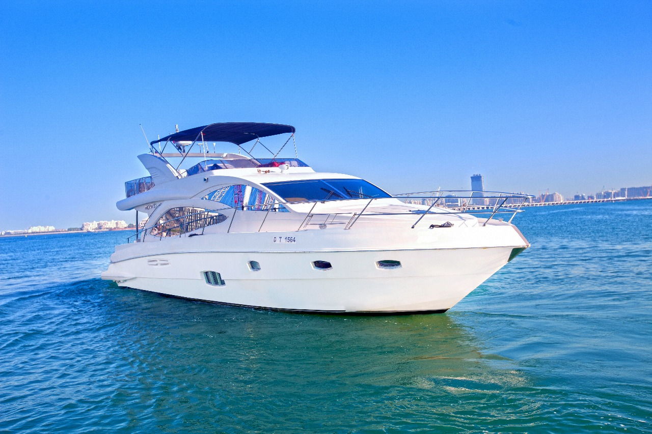 72ft yacht rental in dubai