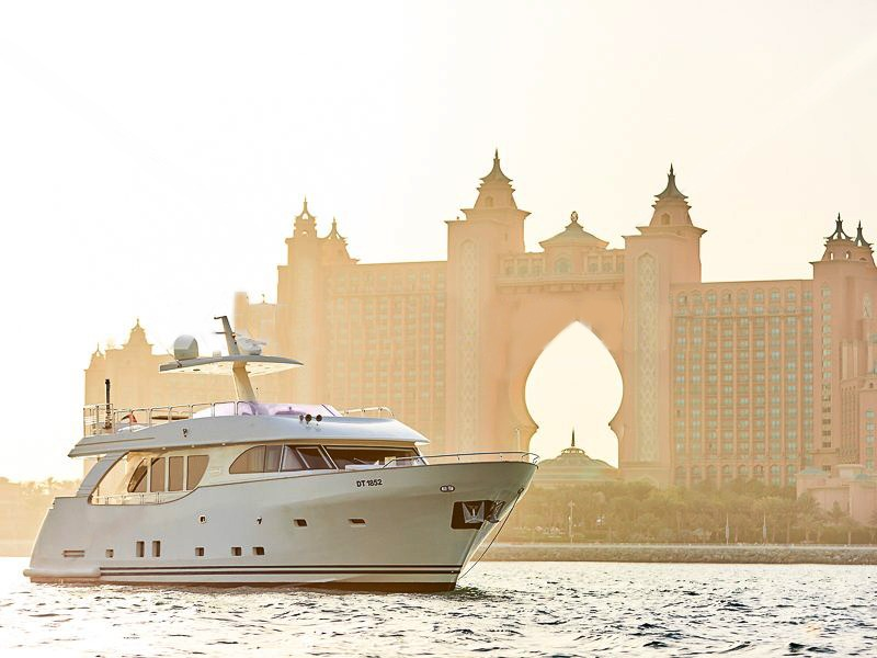 85ft yacht rental in dubai